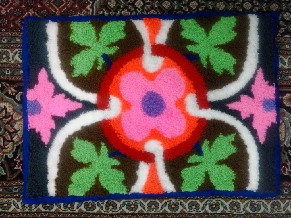 نمونه شبه قالی دست بافت طرح گل