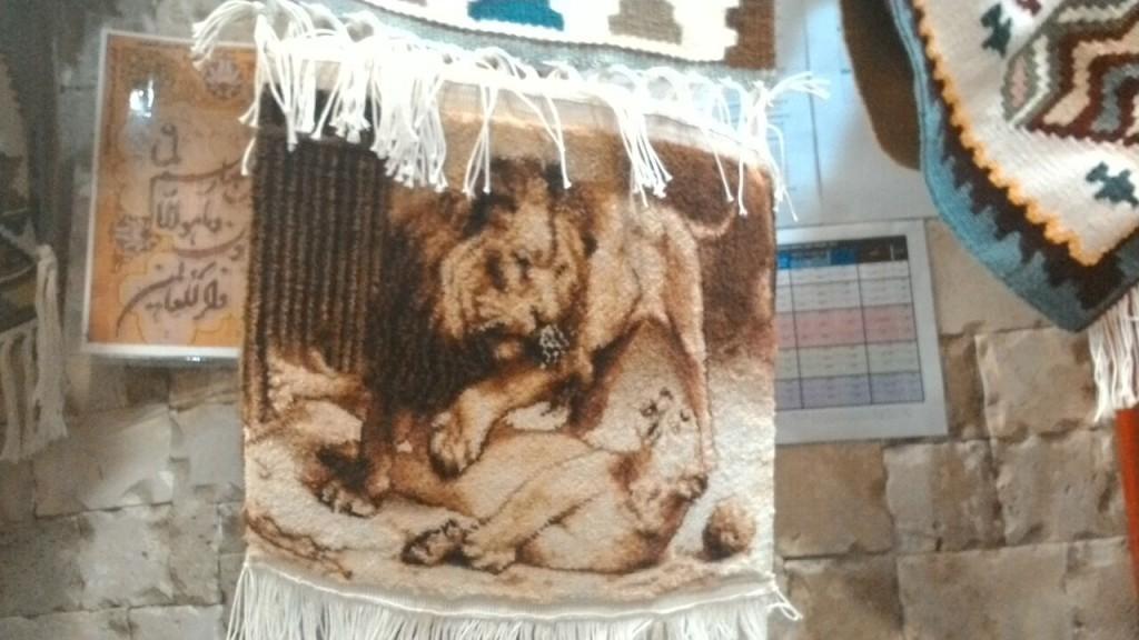 نمونه دست بافته هنرمندان قالی بافی
