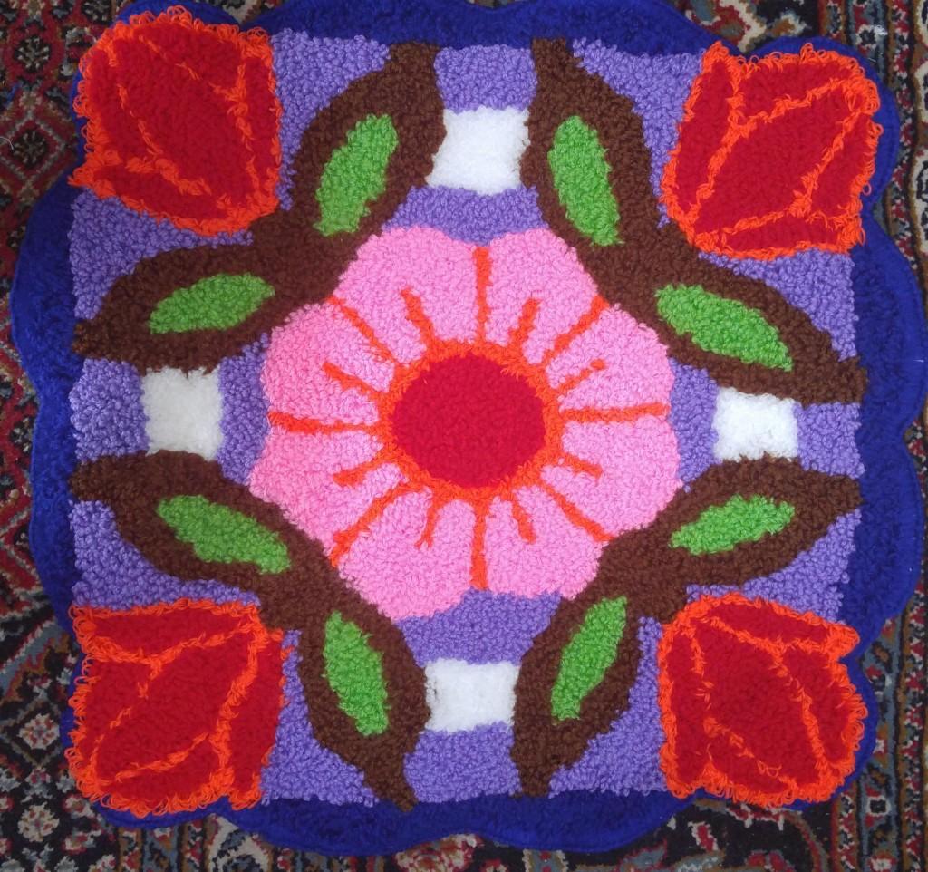 نمونه شبه قالی بافته شده طرح گل