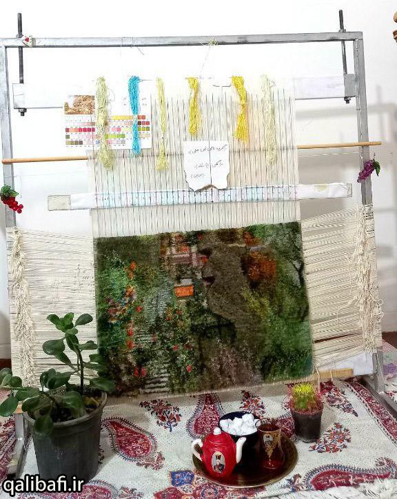 نمونه فرش دست بافت در حال بافت بر روی دار قالی