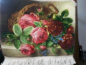نمونه تابلوفرش بافته شده طرح رزهای صورتی