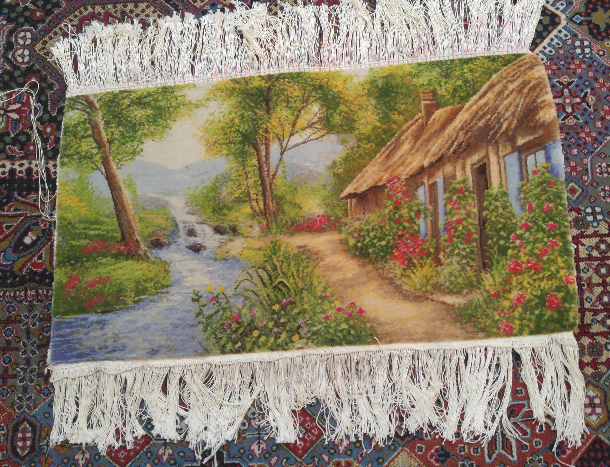 تصویری از روی تابلو فرش کلبه و جنگل رویایی