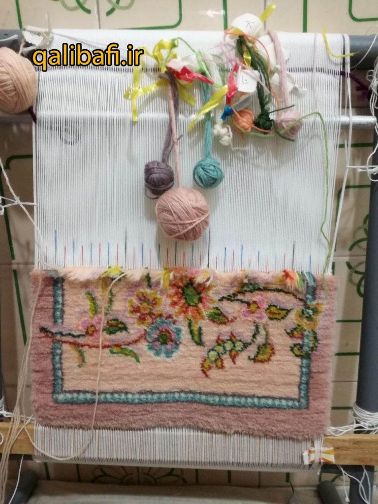 نمونه فرش دست بافت کوچک طرح شاخه گل